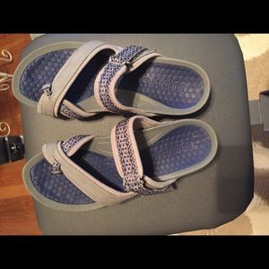 Bare traps comfortable athletic sandals